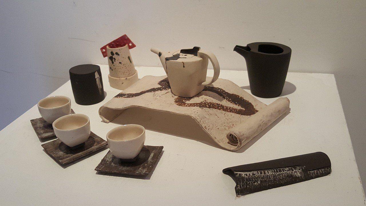 苗栗陶藝競賽展在苗栗縣文化觀光局第一展覽室推出,藝術創作組、工藝設計組共35件入...
