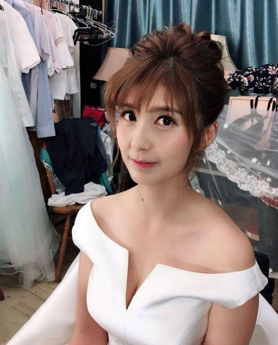 清華大學材料系博士生蔡宜芳,一襲白紗造型的訴求,成功吸睛。圖擷自蔡宜芳臉書