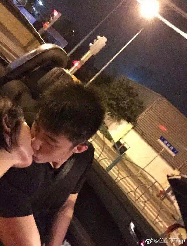 黃景瑜的熱吻照。圖/摘自微博