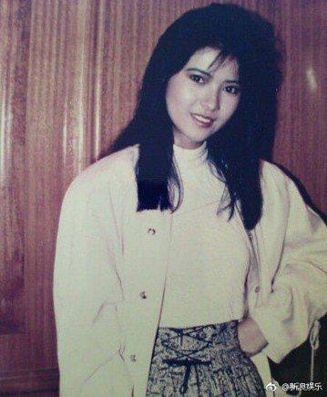 香港女星藍潔瑛驚傳暴斃,終年55歲,她在演藝圈曾顛峰一時,後逐漸淡出演藝圈,曾傾訴遭2位影壇大哥性侵,並傳精神狀況欠佳,長期沒工作靠救濟金度日,令人不勝唏噓,資深音樂人許常德在臉書感慨其遭遇,「可以...