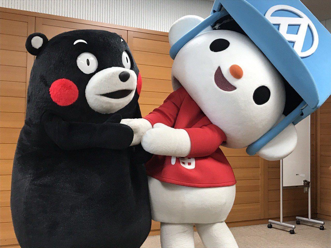 國內外人氣都響亮的「熊本熊」,親自出來接待來自台灣的「全聯福利熊」,兩熊首度相見...
