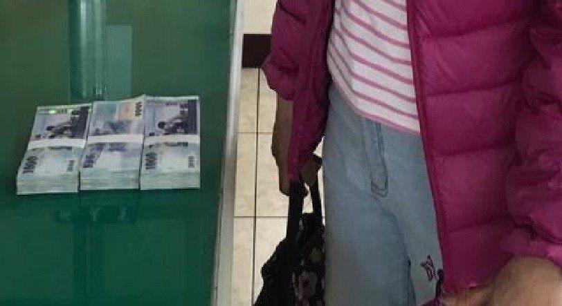 嘉義市第一警分局昨天北上逮捕陳姓車手,當場成功追回林姓婦人的30萬元。記者姜宜菁...
