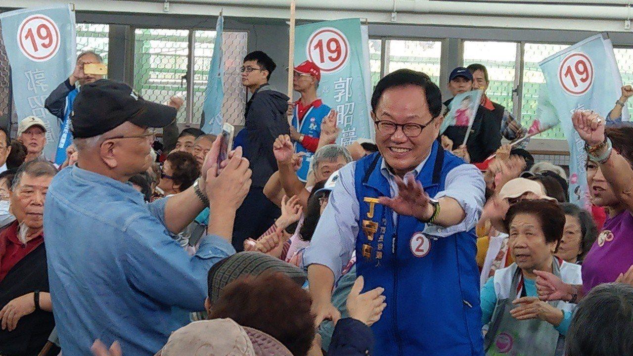 國民黨台北市長候選人丁守中上午參加中正萬華區造勢大會。記者楊正海/攝影