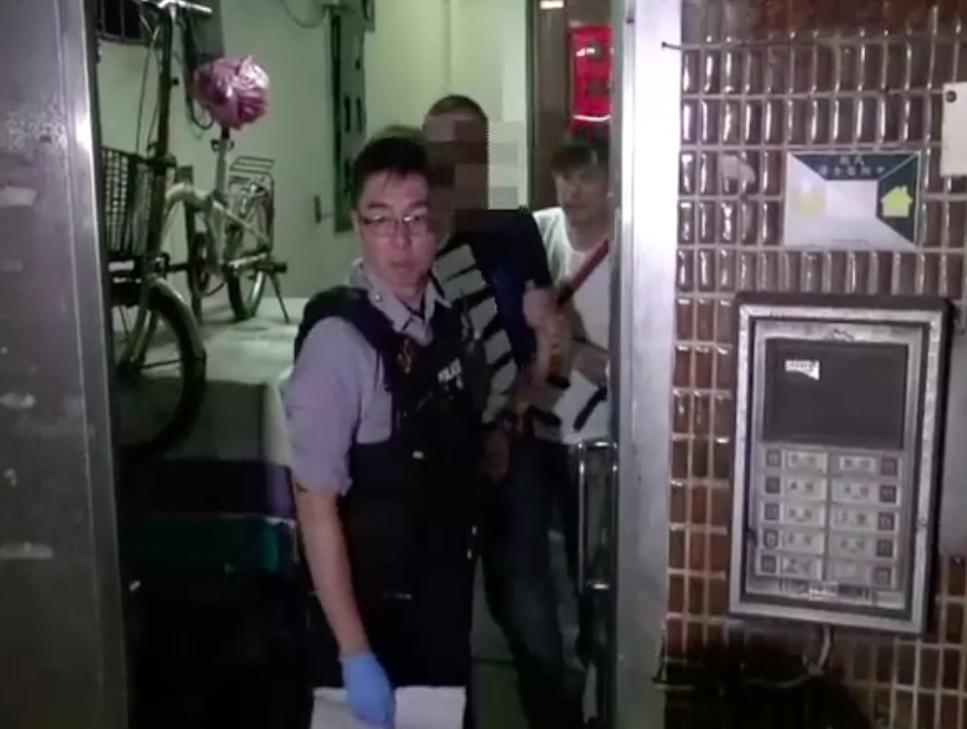 警方將魏姓男子逮捕。記者李承穎/翻攝