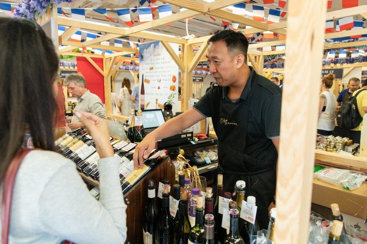 赤柱廣場美酒佳餚月美酒市集。圖/港旅局提供