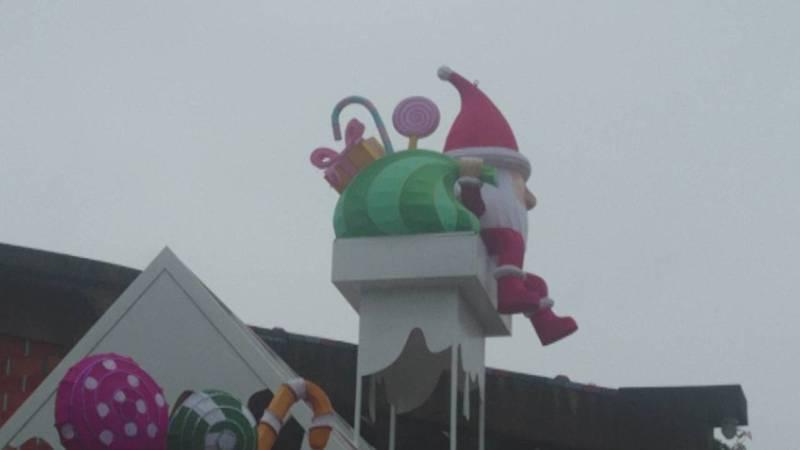 宜蘭又有新景了!縣政府打造「宜蘭奇幻耶誕」,即將登場,麋鹿進駐,拖車來了,耶誕老公公上屋頂了。記者羅建旺/攝影