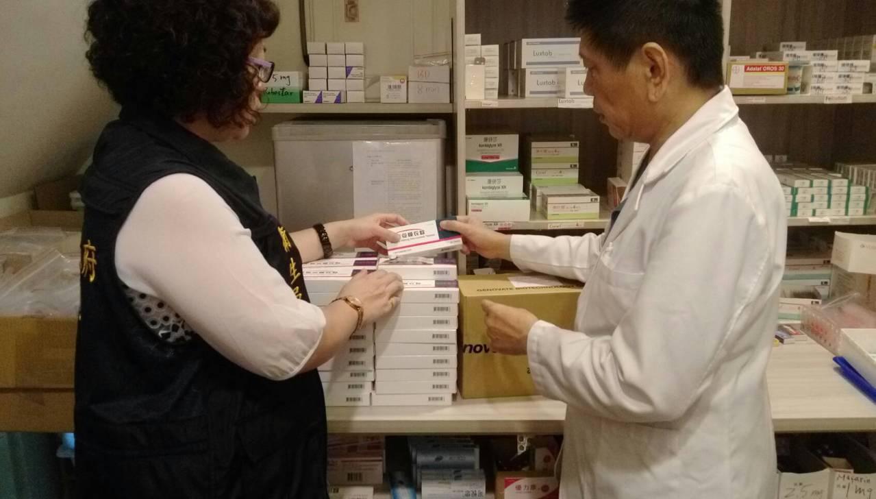 高雄市衛生局清查有問題的降血壓藥「平壓妥」膜衣錠300毫克,立即下架。圖/高雄市...