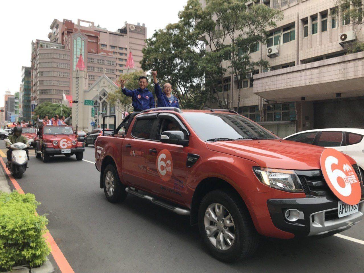 林智堅競選團隊啟動首場車隊掃街,橫跨東區、北區、南區拜票。記者郭宣彣/攝影