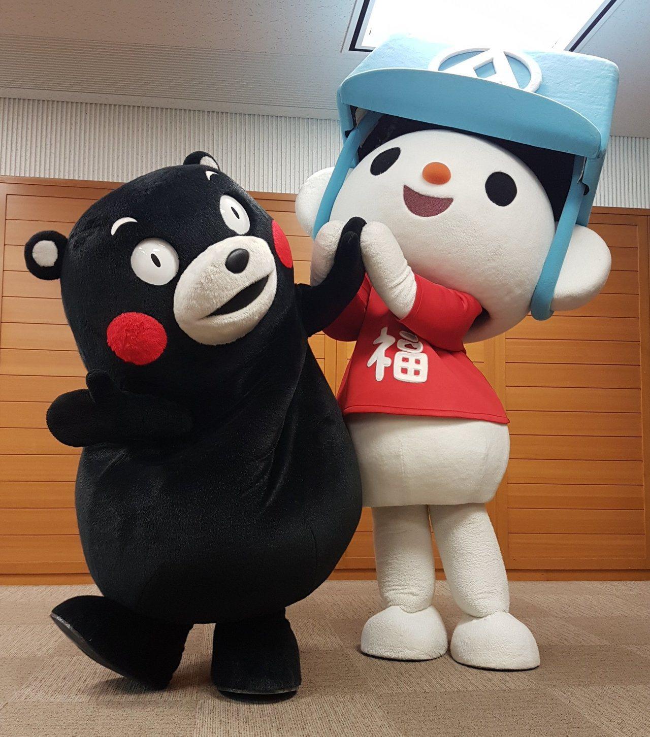 台灣超偶全聯福利中心的福利熊日前前往九州參訪與熊本酷MA萌首次相見歡。圖/記者何...