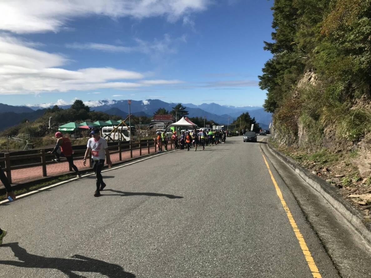號稱全台最高的合歡山馬拉松路跑賽,今天上午傳出選手在終點前倒地猝死意外。圖/讀者...