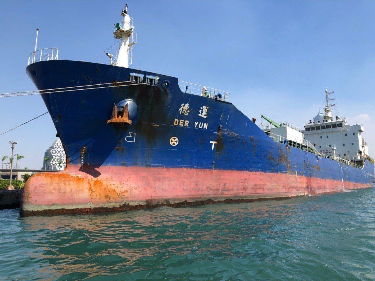 德運輪撞船後左舷受損。記者林保光/翻攝
