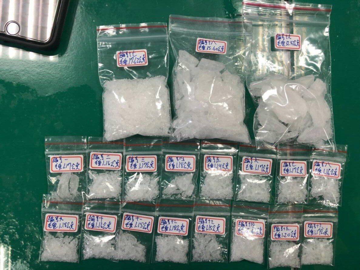 二級毒品安非他命數量多達19包。記者巫鴻瑋/翻攝