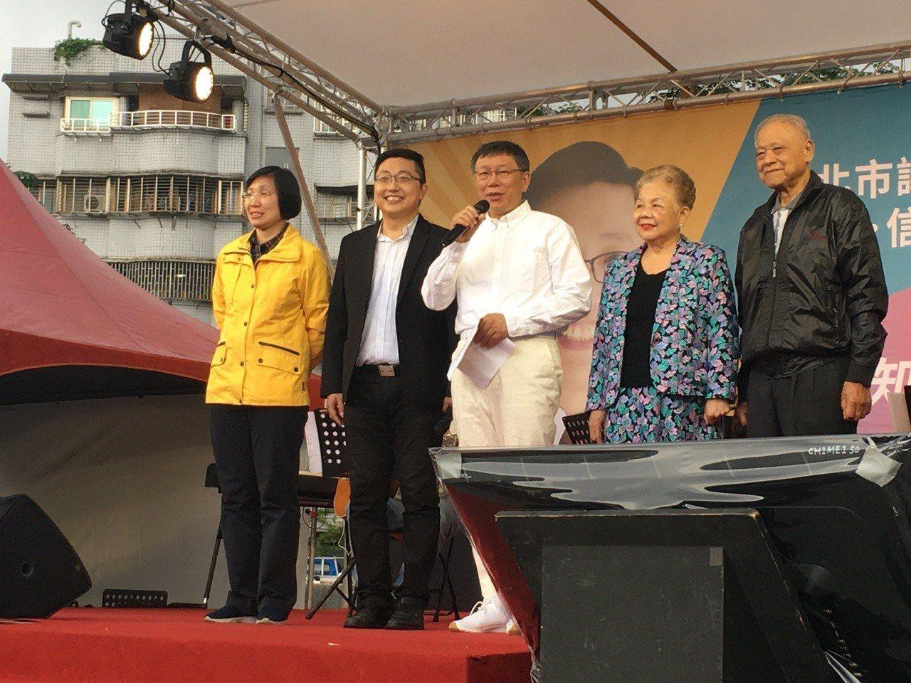 市議員徐世勳在公園辦音樂會,台北市長柯文哲也到場支持,卻儼然成為大型造勢活動。記...