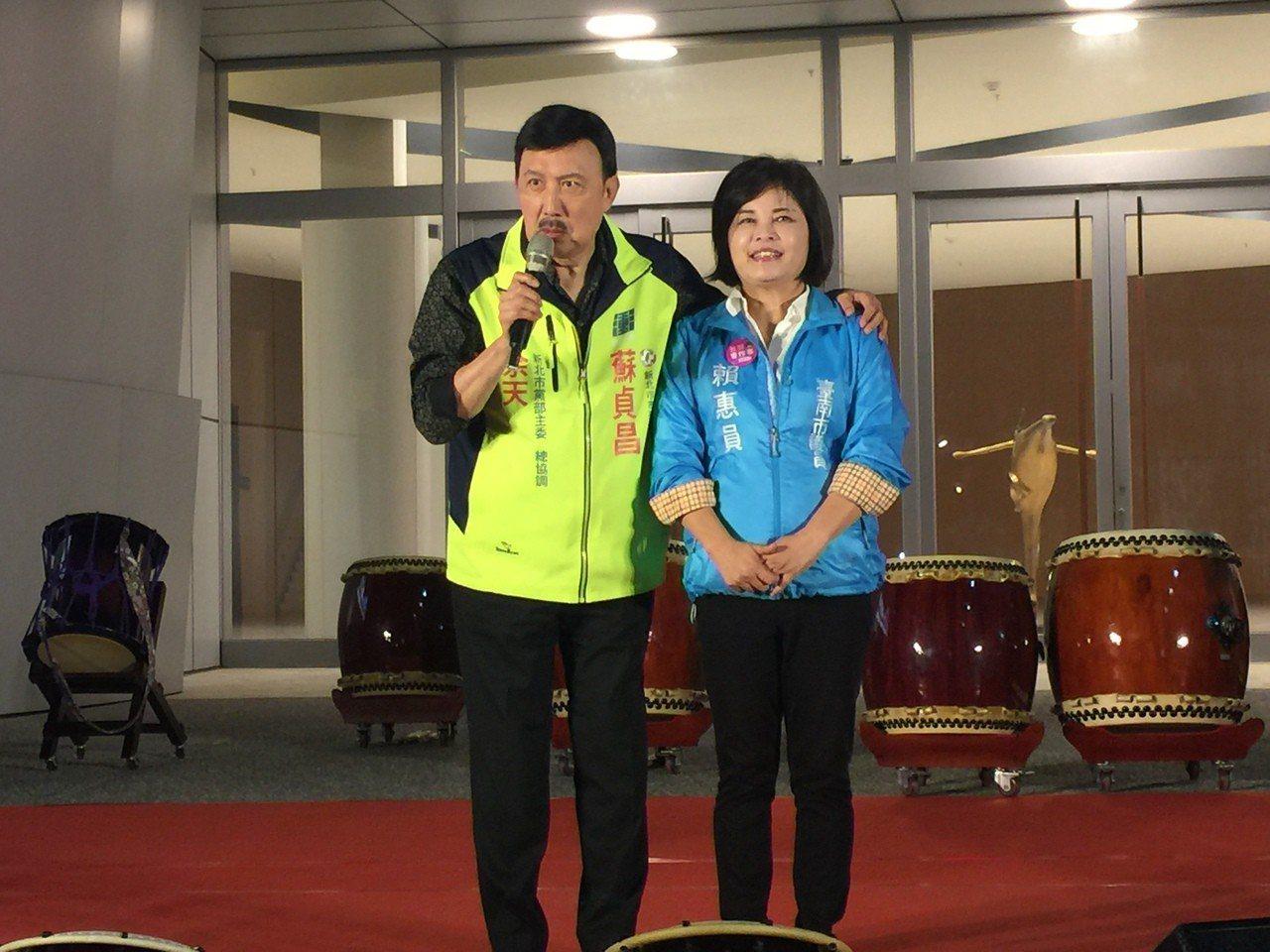 余天(左)稱賴惠員(右)是自己的妺妹。記者吳政修/攝影