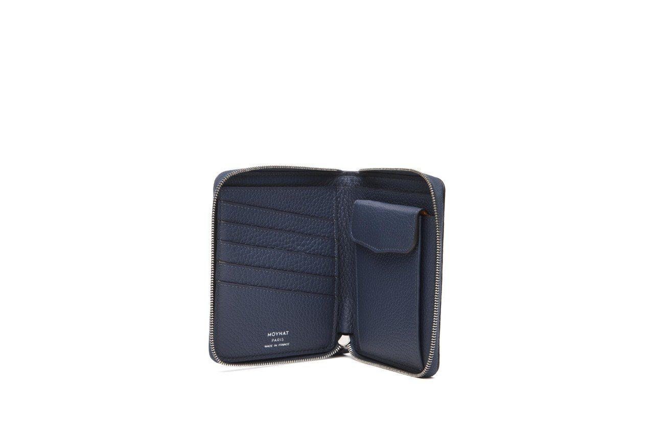 Mosaïque皮革鑲嵌飛機系列拉鍊短夾,售價38,400元。圖/MOYNAT提...