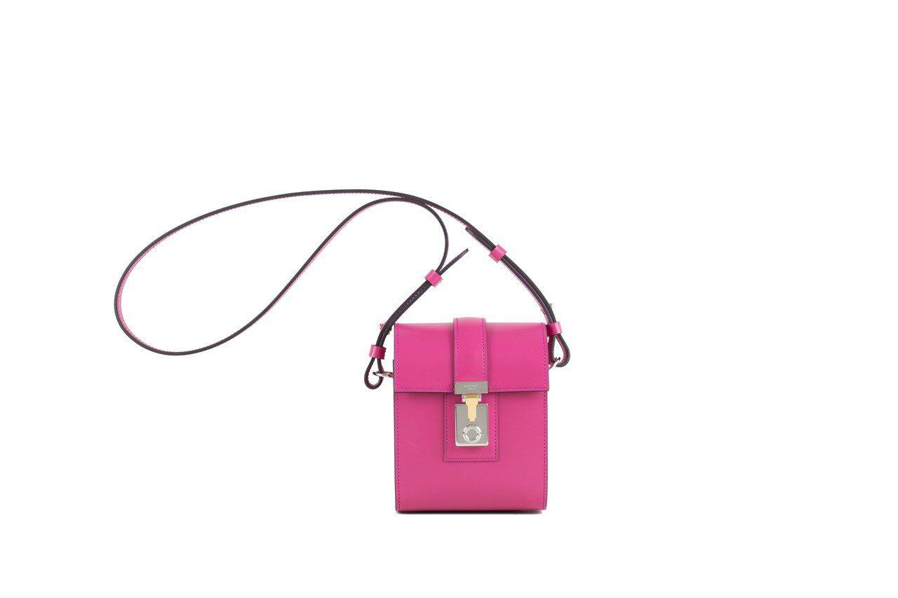 Cabotine桃紅色肩背包桃紅色,售價11萬4,000元。圖/MOYNAT提供