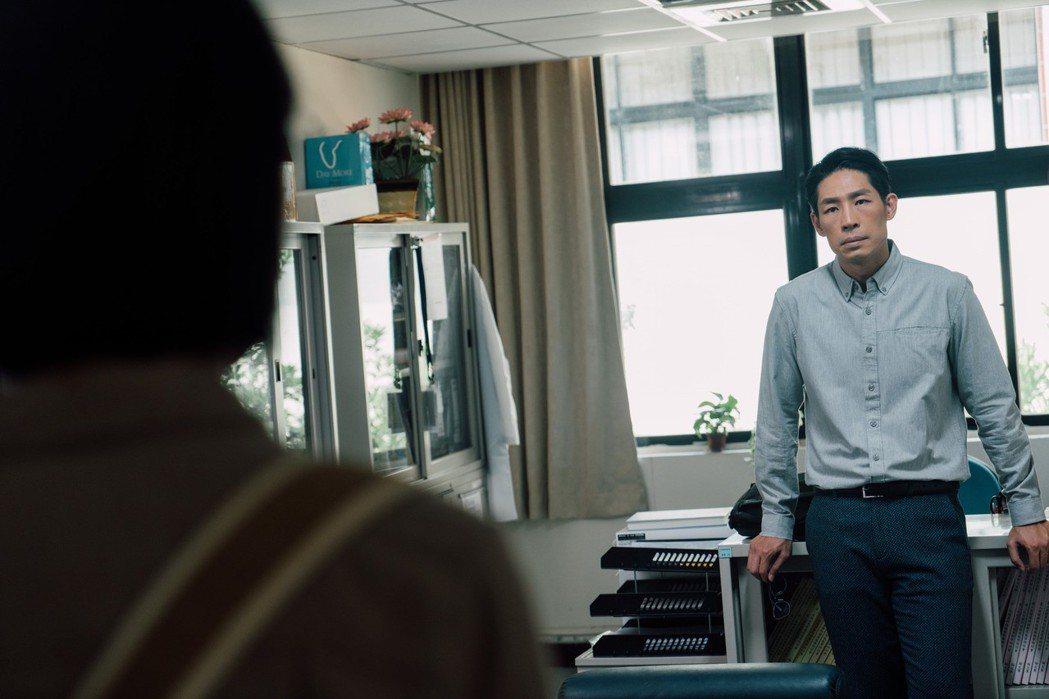 藍鈞天在「20之後」戲中飾演海歸學者。圖/公視提供