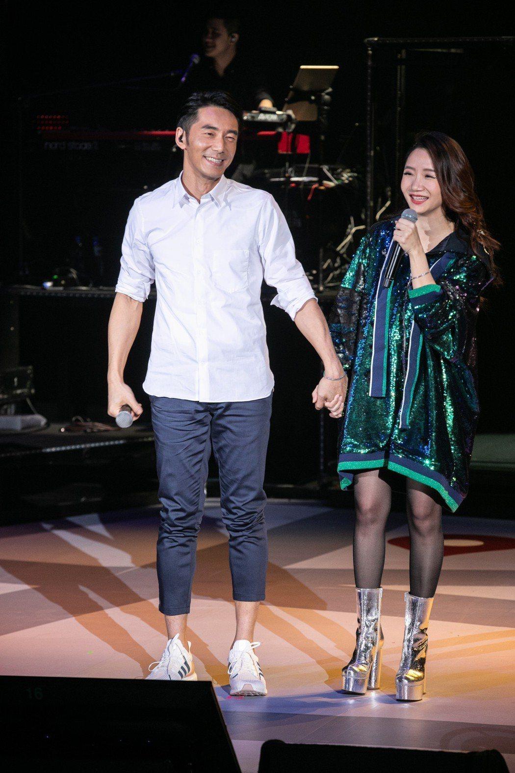 陶晶瑩和李李仁台上甜蜜合體。圖/JUST LIVE  就是現場提供
