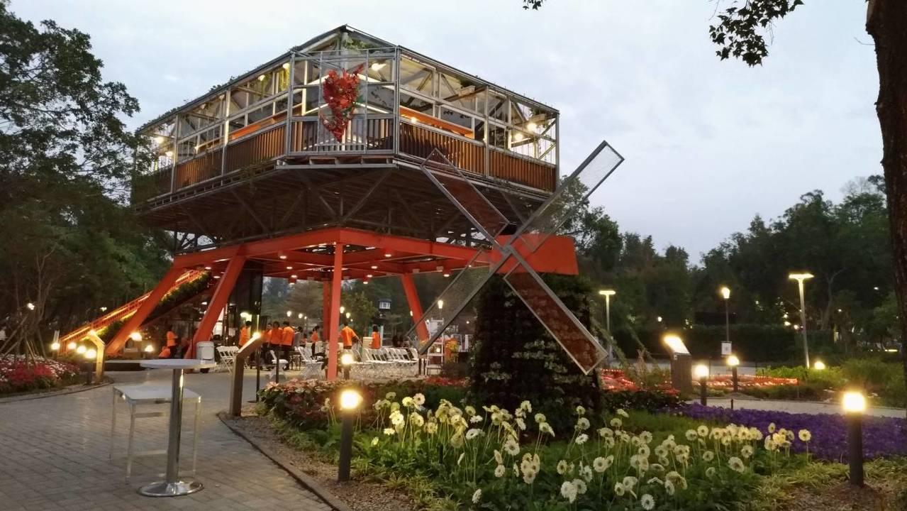 台中花博的荷蘭館,以飛利浦Hue智慧燈泡點亮循環照明。記者張義宮/攝影