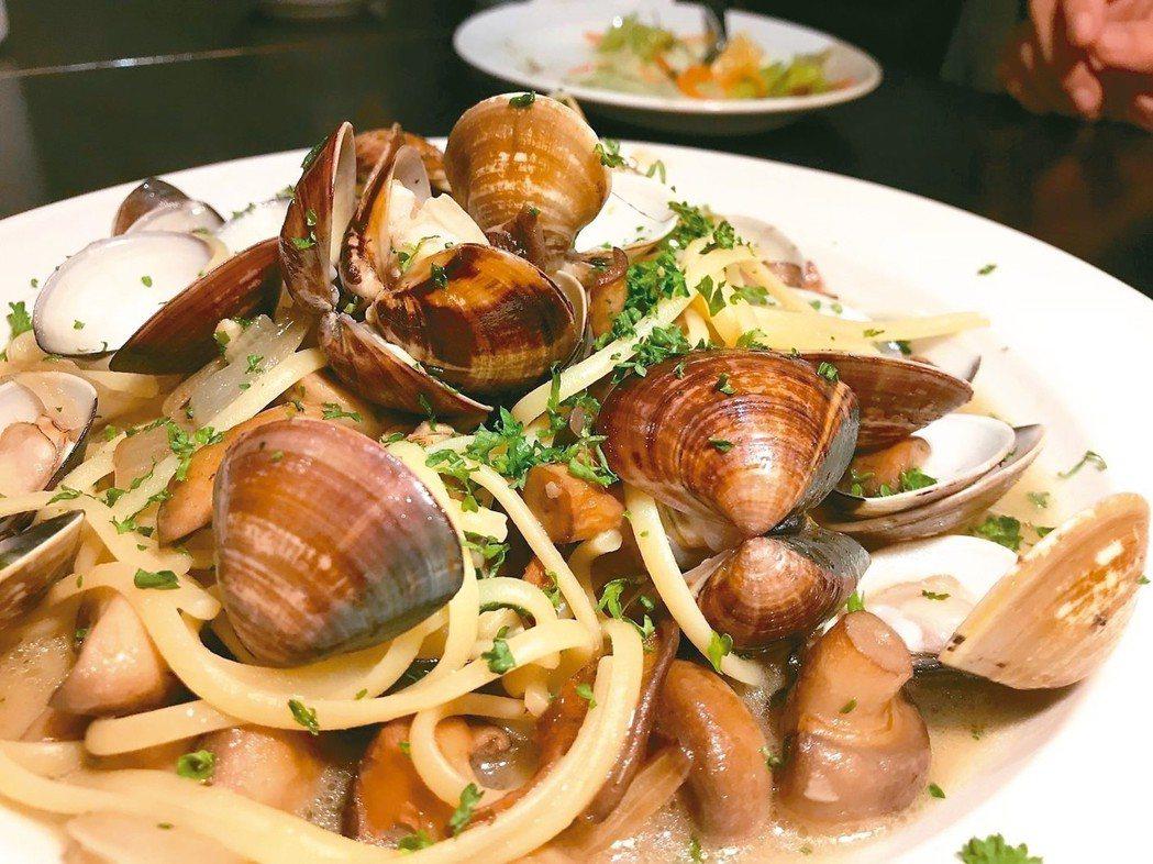 蒜香蛤蜊義大利麵。