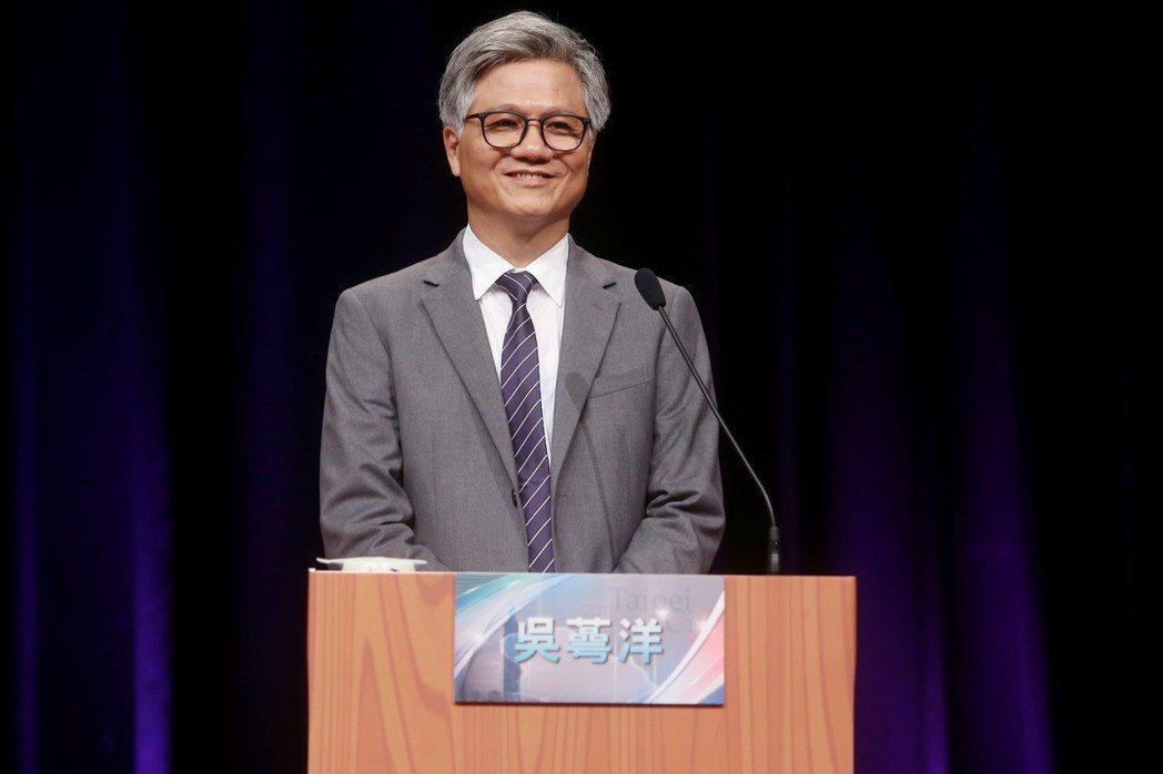 台北市長參選人吳萼洋,出席電視辯論會暢談蜂蜜檸檬的好處,並在結尾清唱《愛江山更愛美人》一曲而爆紅。