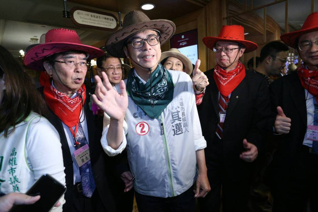 陳其邁(中)昨出席高市醫師公會慶祝大會。記者劉學聖/攝影