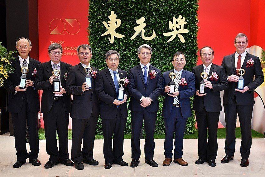 第二十五屆東元獎有七人獲獎,得獎人皆具「經世致用、跨越國際、貢獻全球」的實績。...