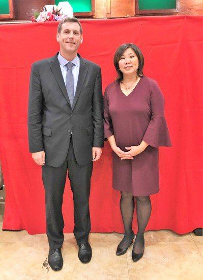 州眾議員布朗斯汀(左)獲國會議員孟昭文(右)背書。 記者賴蕙榆/攝影