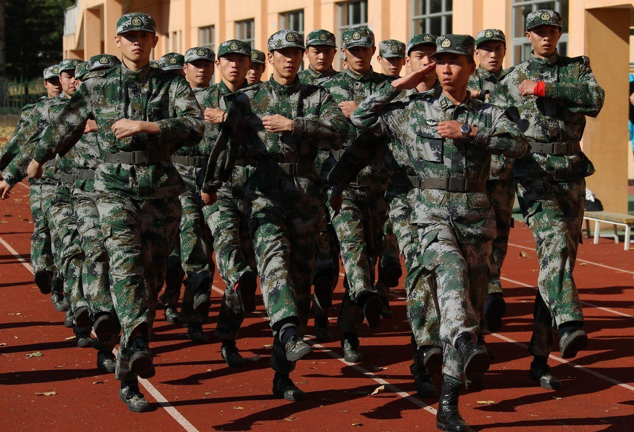 運動選手希望藉軍訓提高運動水平。 新華社