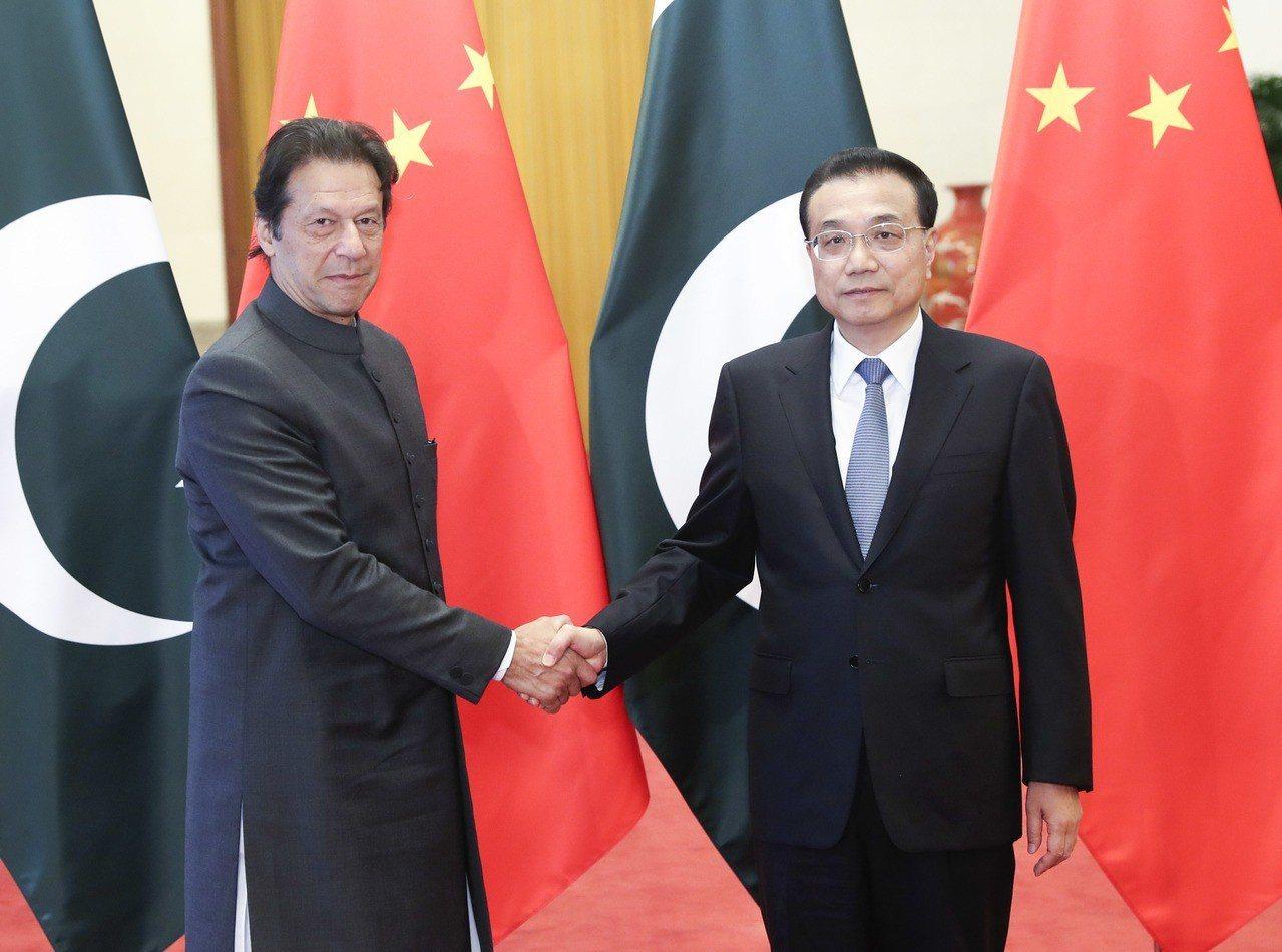 中國總理李克強3日在會晤了訪華的巴基斯坦新總理康恩(Imran Khan)時承諾...