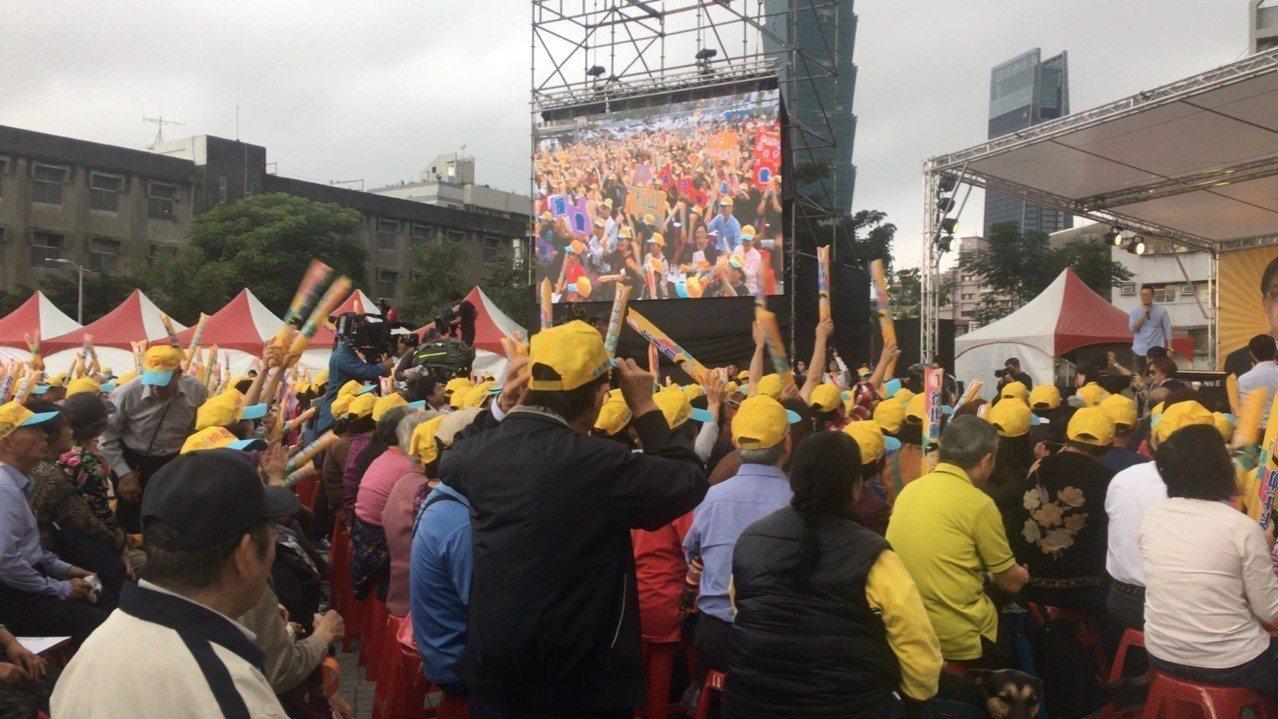 民國黨台北市議員徐世勳在「景勤1號公園」舉辦競總成立音樂會,但現場有如大型造勢活...