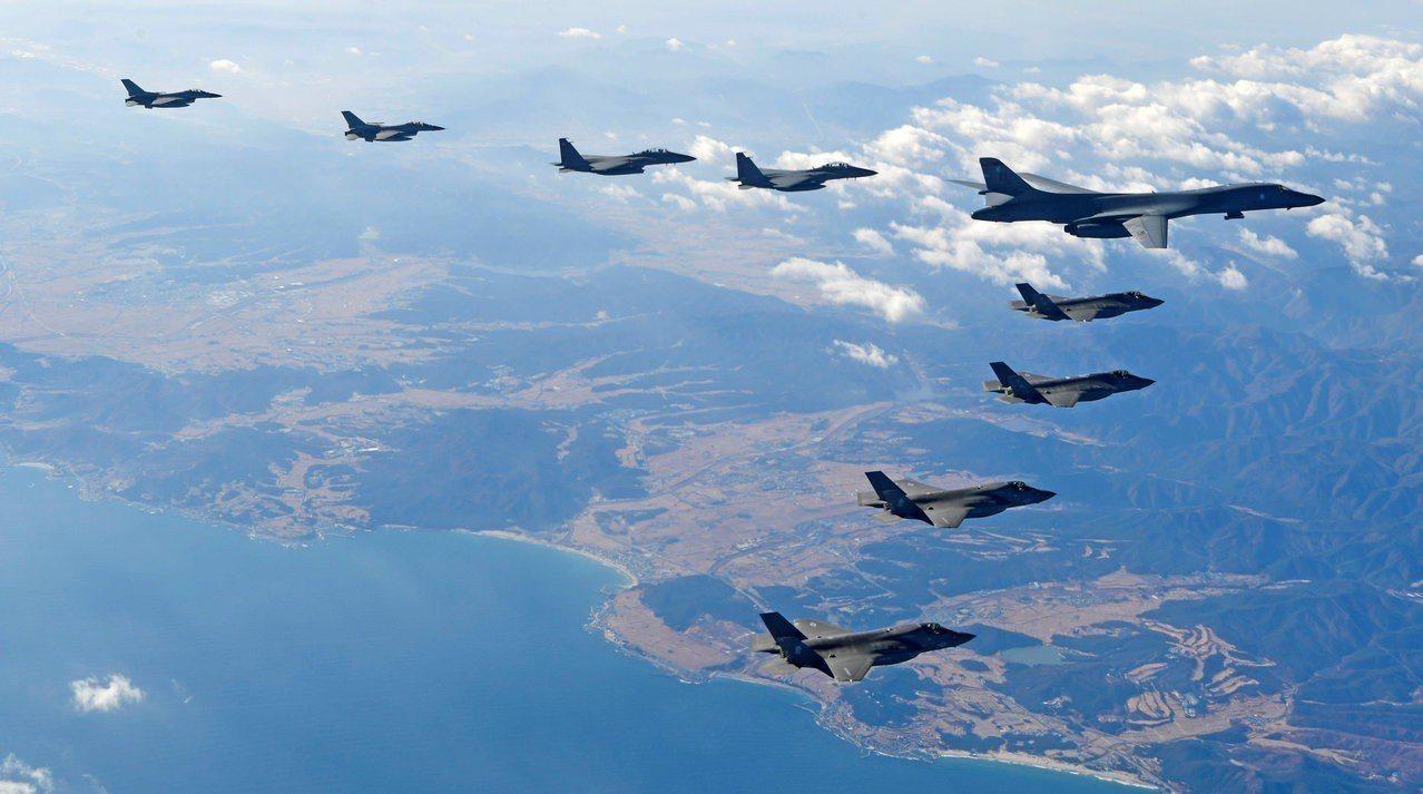 南韓海兵隊(海軍陸戰隊)和美國陸戰隊明將進行陸戰隊多兵種聯合演習(KMEP),圖...