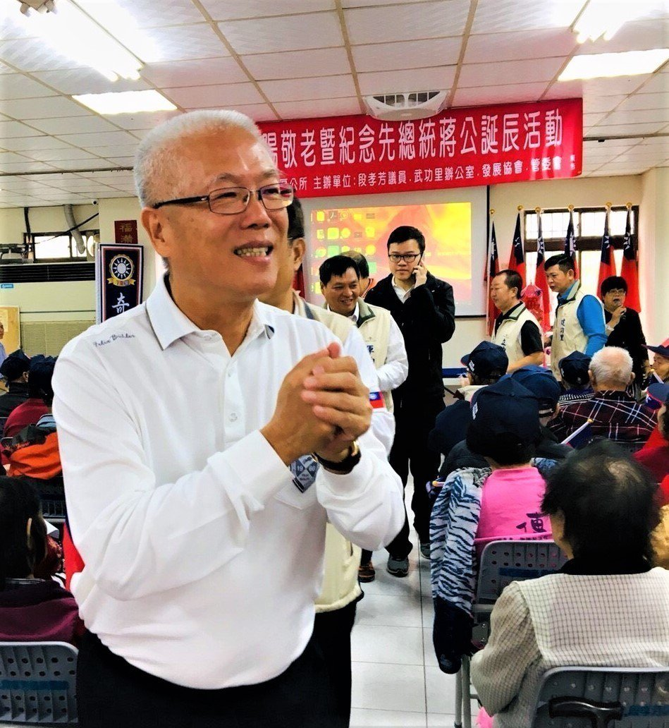 無黨籍新竹市長候選人謝文進連日由眷村里長陪同拜票。聯合報系記者林家琛/攝影