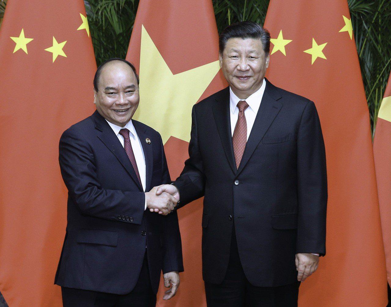 越南總理阮春福今天與中國共產黨總書記、中華人民共和國主席習近平會面。 新華社