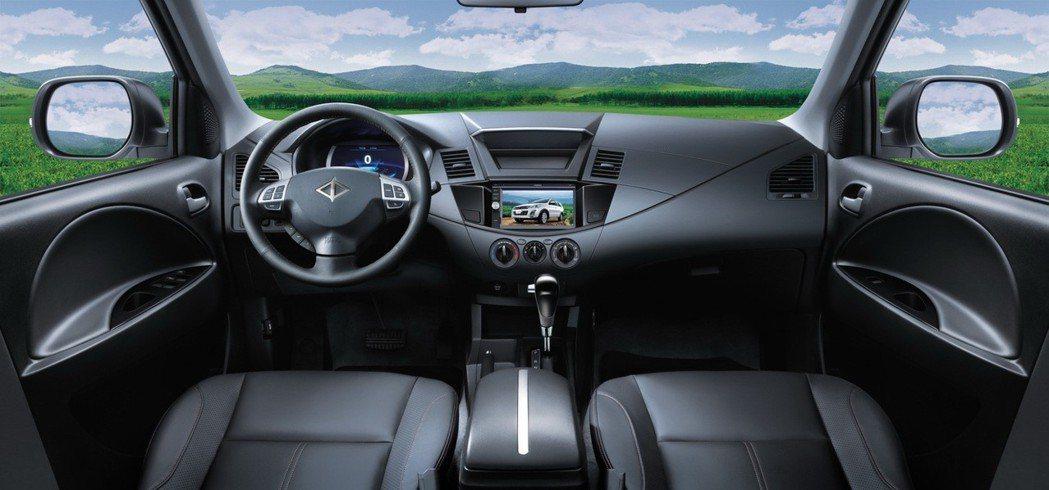 科技安全再升級,第一商旅ZINGER內裝搭載觸控式多功能影音系統。 圖/中華三菱...
