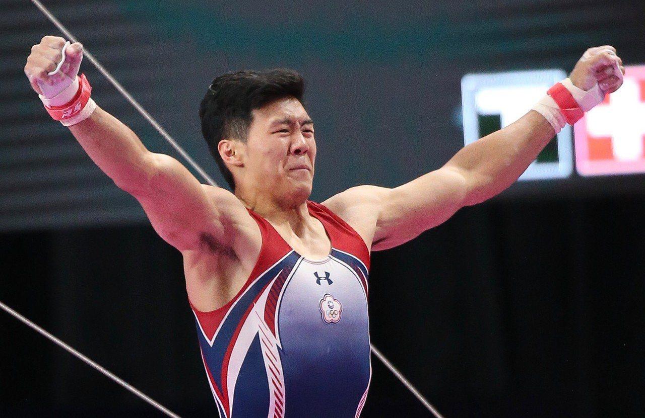 我國體操好手唐嘉鴻在世錦賽單槓決賽拿下第5名。圖為唐嘉鴻在雅加達亞運單槓決賽摘金...
