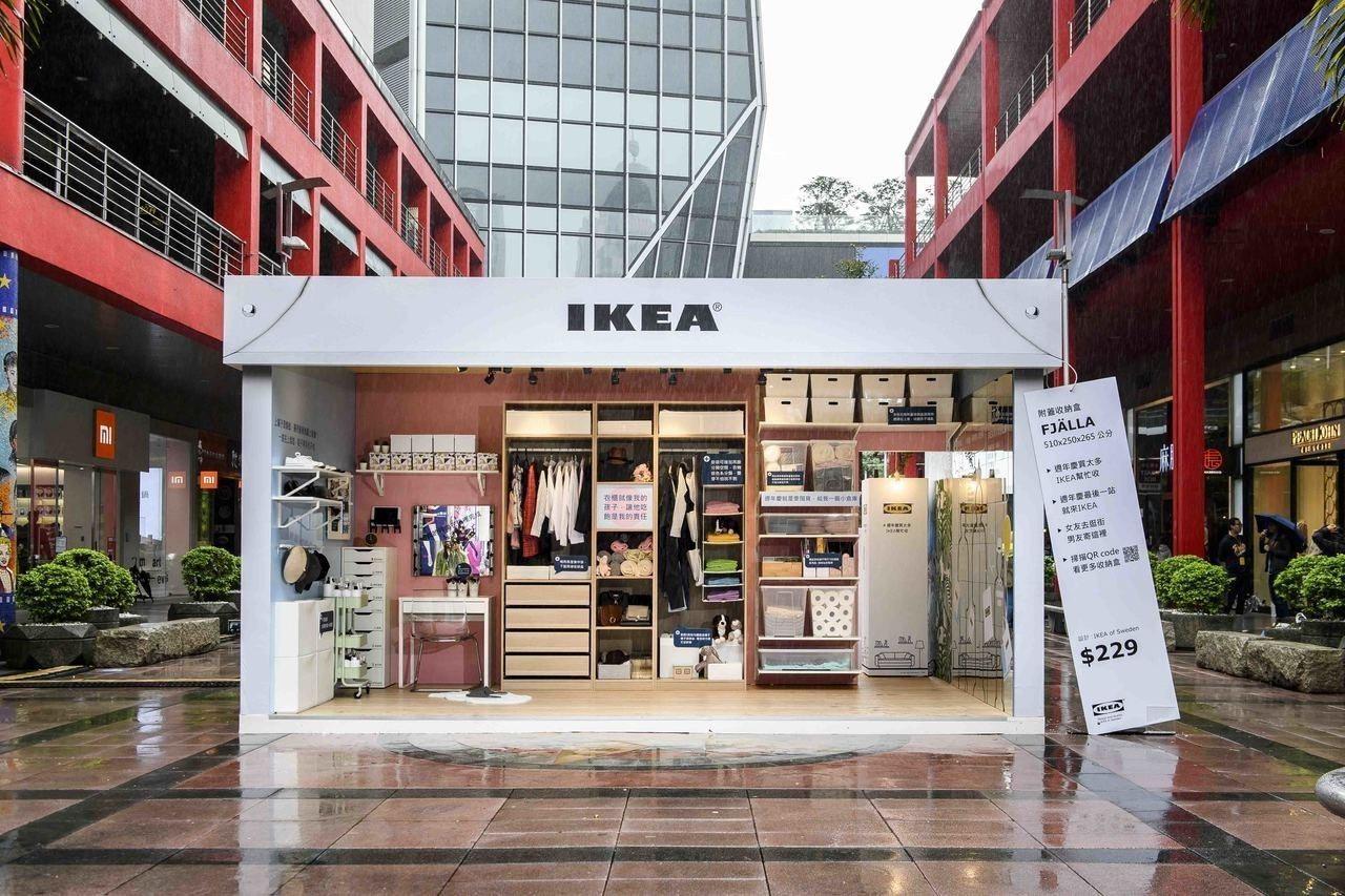 IKEA於信義威秀徒步區打造收納展示間,提供創意小撇步,解決百貨周年慶買太多的收...