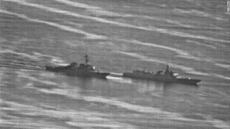 美國驅逐艦「狄卡特號」9月底與大陸「蘭州號」驅逐艦在南海差點相撞。翻攝自CNN