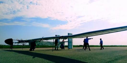 「啟明星」翼展達到20公尺,由於採用了超輕型材料設計,僅需一個成年人就能扛起。(...