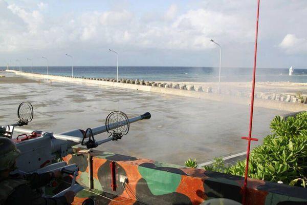 南沙太平島部署40高砲實彈射擊畫面。聯合報系資料照片;海巡署提供