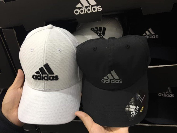 愛迪達帽子在好市多賣299元,被網友瘋搶。圖/翻攝自臉書社團「COSTCO 好市...