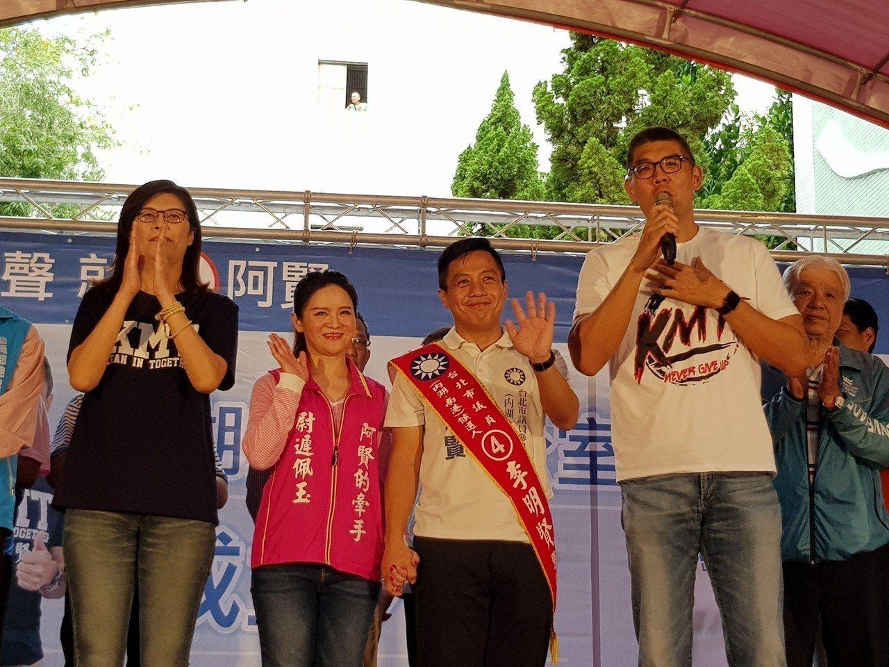 國民黨議員候選人李明賢今天在妻子陪同下於西湖國中舉辦內湖競選辦公室成立大會,國民...
