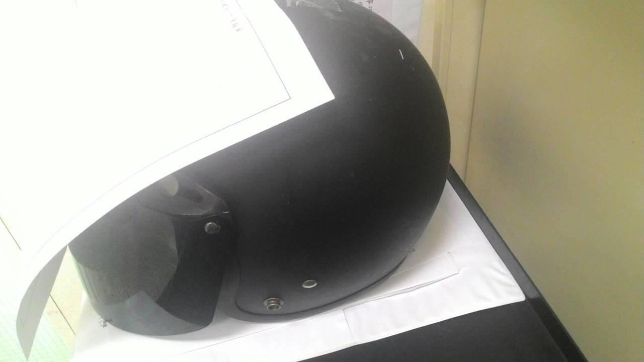 安全帽是民眾常見拾得物。記者黃宣翰/攝影