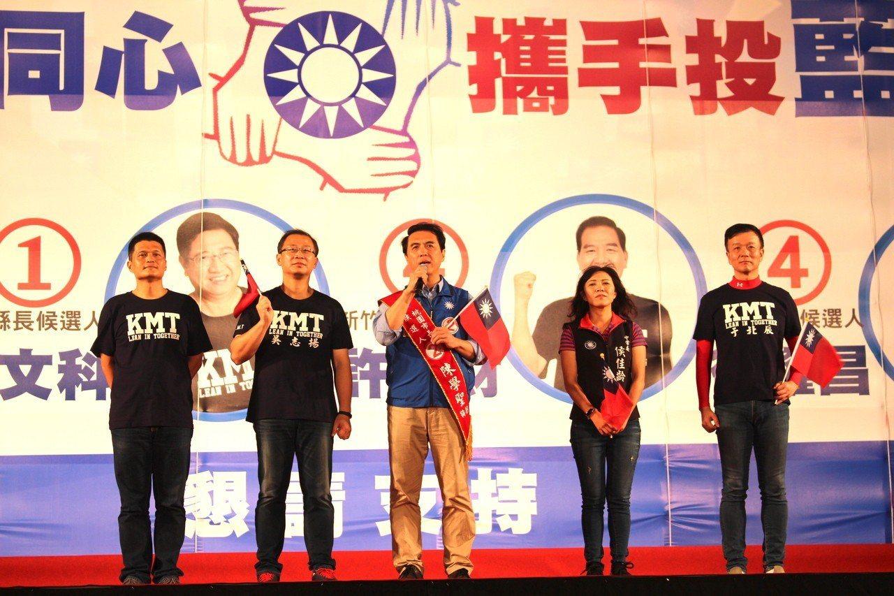 國民黨桃竹竹苗大會師,桃園市長候選人陳學聖(中)爭取支持。記者張雅婷/攝影