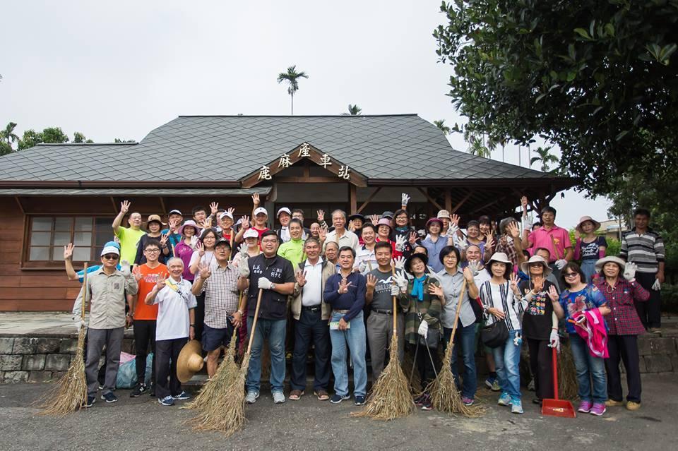 縣議員候選人何子凡舉辦愛鄉環境整潔代替造勢大會。記者謝恩得/翻攝