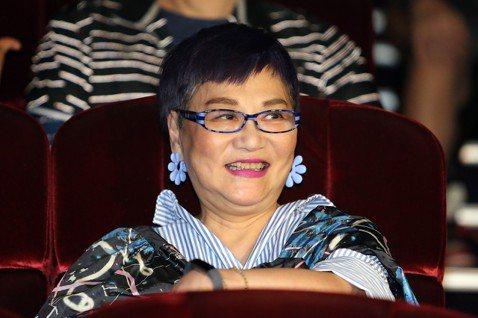 藝人陶晶瑩舉辦首場大型售票演唱會進入第二天,以「陶晶瑩的1999年演唱會」為名,演唱(天空不要為我掉眼淚、姊姊妹妹站起來)等一首首的成名曲,讓歌迷重溫當年的暢銷金曲,她並與歌迷相約台北小巨蛋再見。