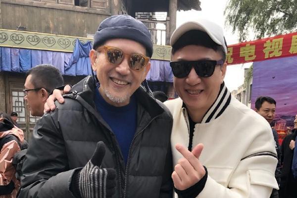 秦漢(左)、孫紅雷拍攝新戲。圖/摘自微博