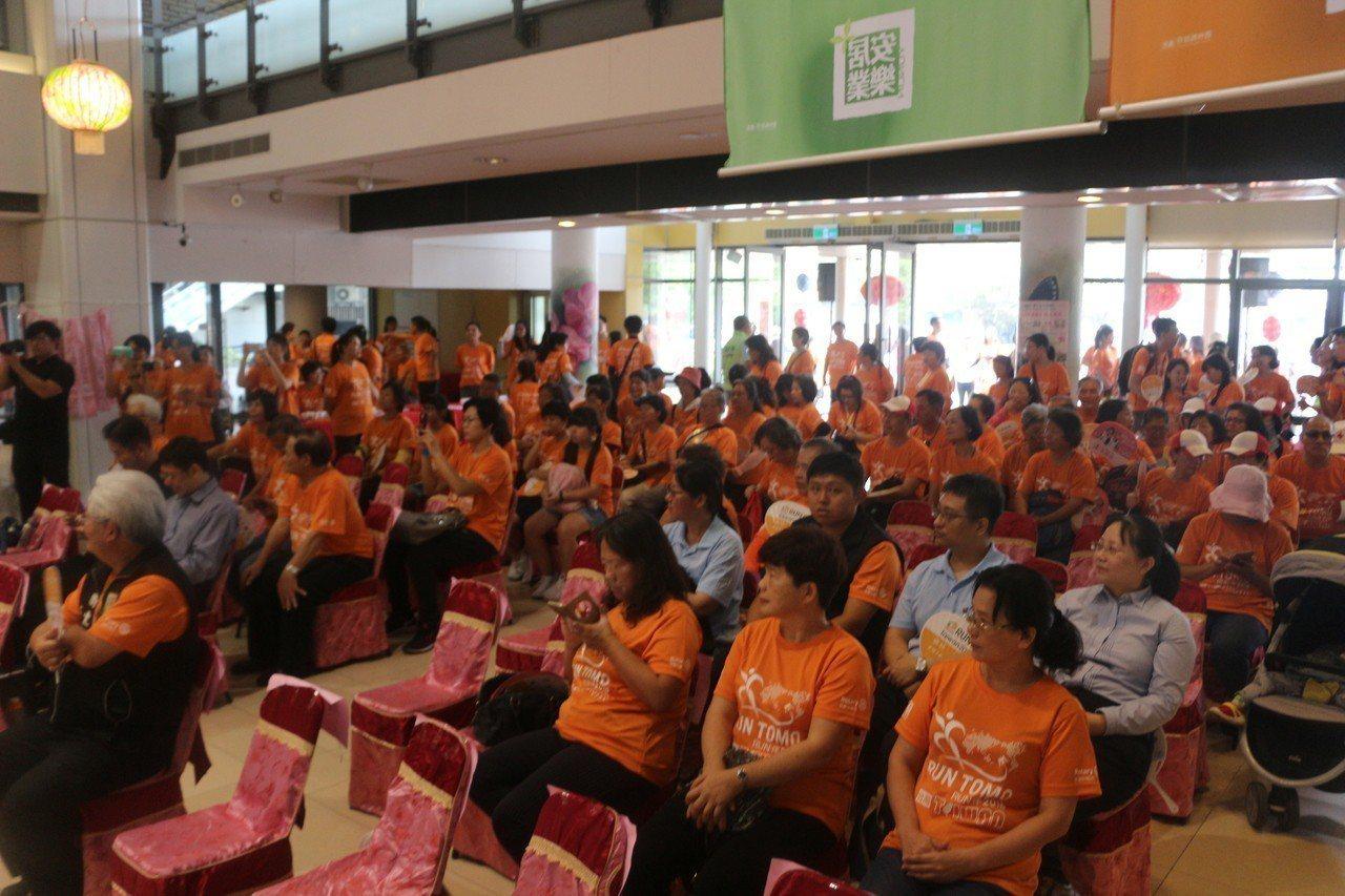 為了讓失智者擁有滿滿支持力,以及家人與朋友共同陪伴,台灣響應日本法人認知症協會推...