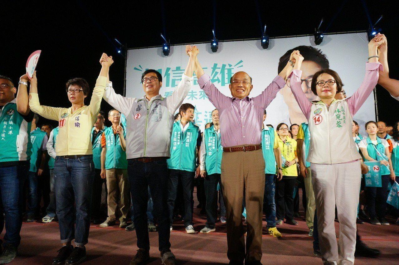 蘇貞昌(右二起)、陳其邁首度同台。