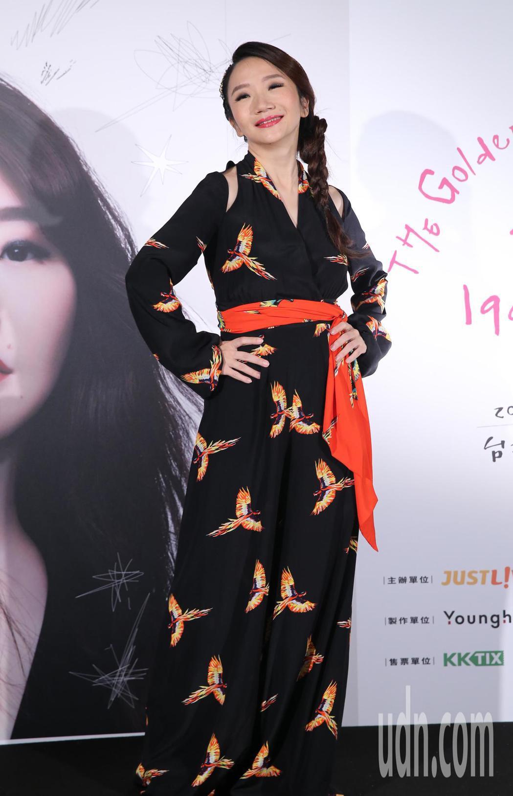 陶晶瑩的1999年演唱會順利結束,她現身媒體記者鏡頭前,暢談整個籌備過程。記者許...